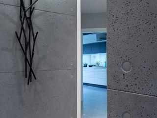 Contractors モダンスタイルの 玄関&廊下&階段