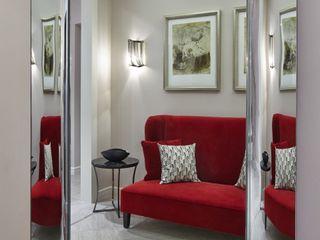 D&A INTERIORS Modern corridor, hallway & stairs