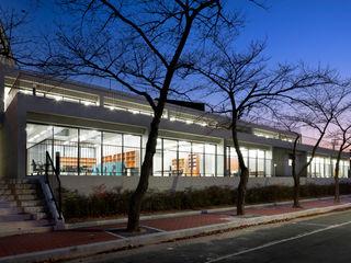 ADF Architects Modern schools Stone Metallic/Silver