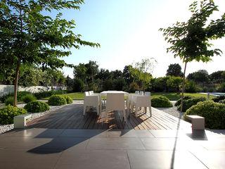 Estudio de paisajismo 2R PAISAJE Balconies, verandas & terraces Furniture