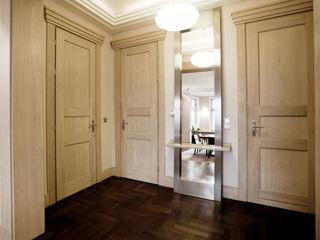 Anna Buczny PROJEKTOWANIE WNĘTRZ Classic style corridor, hallway and stairs