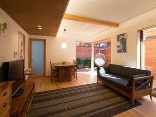 アトリエ・ブリコラージュ一級建築士事務所 Ruang Keluarga Gaya Asia