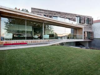 Dezanove House by inaki leite Inaki Leite Design Ltd. Casas de estilo moderno