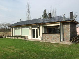 Family Houses Casas de estilo moderno