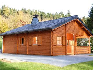 Gartenhaus2000 GmbH Nhà phong cách mộc mạc