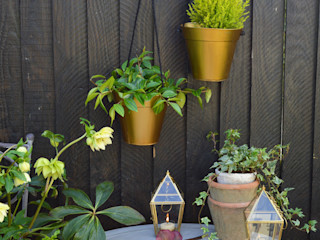 Gold Hanging Planter homify Garden Plant pots & vases