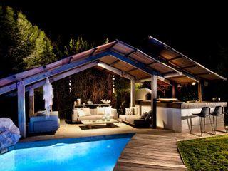Pool House at Night TG Studio Piscinas de jardín