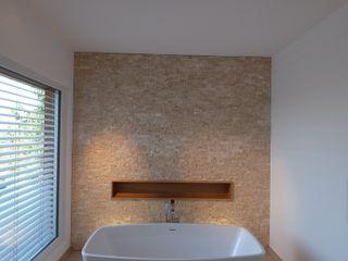 aprikari gmbh & co. kg Ванная комната в стиле модерн