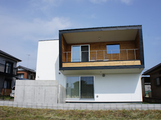 The House for ride the wave. tai_tai STUDIO บ้านและที่อยู่อาศัย
