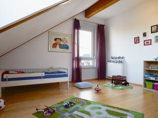 Traumhaus das Original - Dirk van Hoek GmbH Modern nursery/kids room