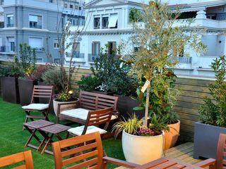 ésverd - jardineria & paisatgisme Balkon, Beranda & Teras Gaya Eklektik