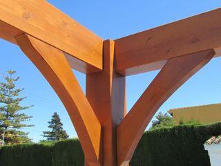 Cenador de madera a cuatro aguas Ático y Jardín Jardines de estilo clásico