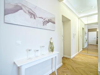 Pracownia projektowa artMOKO Corredores, halls e escadas ecléticos