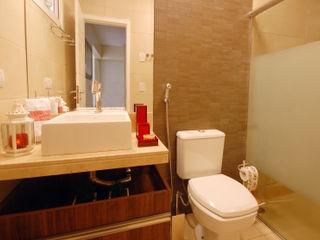 Celia Beatriz Arquitetura BathroomBathtubs & showers