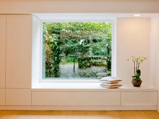 Ferreira | Verfürth Architekten 玄關、走廊與階梯衣架與掛勾