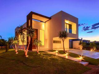 Perspectiva noturna Santos Arquitetura Minimalist houses