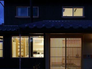 (株)ハウスインフォ Casas de estilo clásico