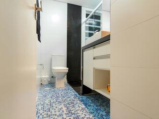 Raphael Civille Arquitetura Minimalist bathroom