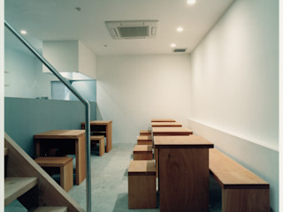 井戸健治建築研究所 / Ido, Kenji Architectural Studio Minimalistische Gastronomie