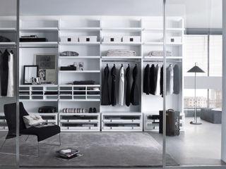White walk in wardrobe Lamco Design LTD SpogliatoioArmadi & Cassettiere