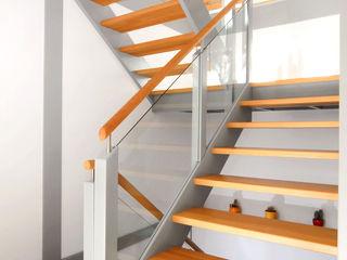 STREGER Massivholztreppen GmbH Minimalist corridor, hallway & stairs
