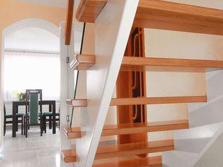 STREGER Massivholztreppen GmbH Modern Corridor, Hallway and Staircase