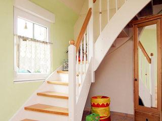 STREGER Massivholztreppen GmbH Scandinavian style corridor, hallway& stairs