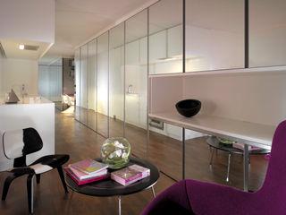 Apartment H Mackay + Partners Moderne eetkamers