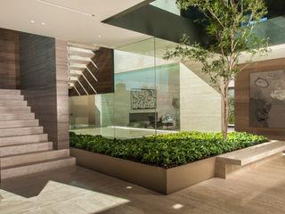 ML Residence Gantous Arquitectos Pasillos, vestíbulos y escaleras modernos
