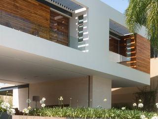 Gantous Arquitectos Balcones y terrazas modernos