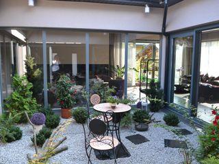 Autorskie Studio Projektu QUBATURA Jardines de invierno de estilo moderno