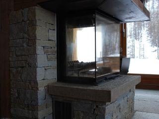 Luserna Stone Salones rústicos de estilo rústico