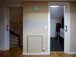 PRIBURGOS SLU Dormitorios de estilo moderno
