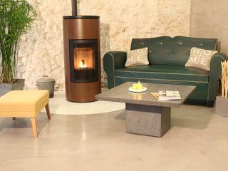 Rénovation de sol en béton ciré pour salon Les Bétons de Clara Salon classique