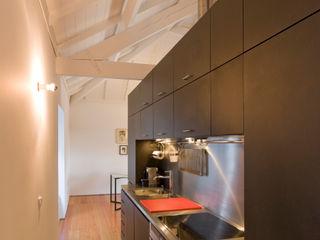 Paulo Freitas e Maria João Marques Arquitectos Lda Minimalist kitchen