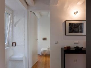 Casa da Vitória Paulo Freitas e Maria João Marques Arquitectos Lda Corredores, halls e escadas minimalistas