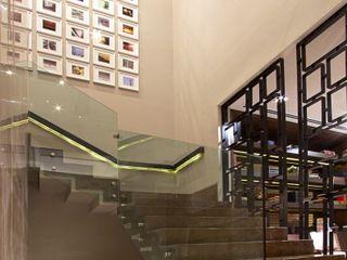 Rousseau Arquitectos Ingresso, Corridoio & Scale in stile moderno