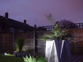 Kronen 65 Large Concrete Planter Adam Christopher Design JardínJarrones y macetas Concreto Gris