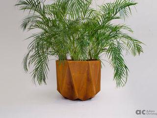 Prisme Large Concrete Planter Adam Christopher Design JardínJarrones y macetas Concreto Naranja