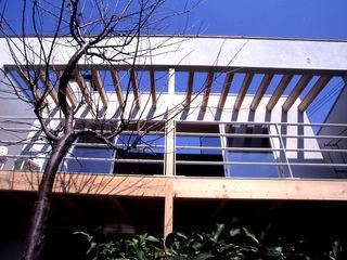 House in Yurigaoka 久保田章敬建築研究所 Modern Balkon, Veranda & Teras