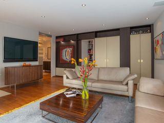 Home Office Elke Altenberger Interior Design & Consulting WohnzimmerCouch- und Beistelltische