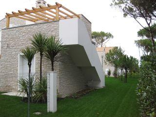 POMPEIANE IN LEGNO VENETA TETTI Balcone, Veranda & Terrazza in stile classico