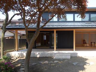 木薫る夏の教会「全開口と空窓の黙想の家」 M設計工房 モダンな 家