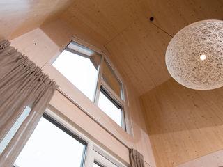 MoodBuilders Puertas y ventanas de estilo minimalista