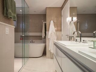 Apartamento São Caetano do Sul Biarari e Rodrigues Arquitetura e Interiores Banheiros ecléticos