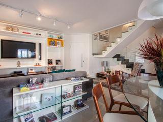 Cobertura Perdizes Biarari e Rodrigues Arquitetura e Interiores Salas de estar ecléticas