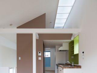 コンパクトで可愛いショートケーキハウス M設計工房 北欧デザインの リビング 多色