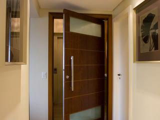 Flávia Brandão - arquitetura, interiores e obras Corridor, hallway & stairs Accessories & decoration