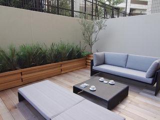 Style is Still Living ,inc. Ausgefallener Balkon, Veranda & Terrasse