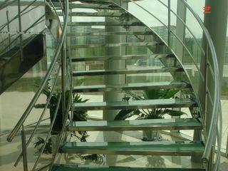 ÖZEL YAPI METAL TASARIM MİMARLIK SANAYİ VE TİC LTD ŞTİ Corridor, hallway & stairsStairs
